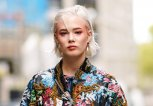 Streetstyle mit rotem Augen Make-Up | © Getty Images | Edward Berthelot