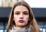Model mit Glitzersteinen auf den Lippen | © Getty Images | Claudio Lavenia