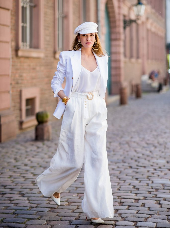 Alexandra Lapp Streetstyle mit Marlene Hose | © Getty Images | Christian Vierig