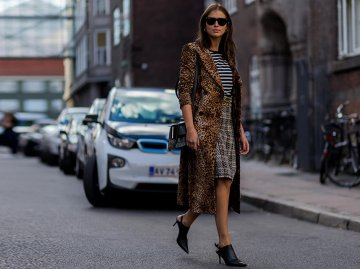 Streetstyle Look mit Leoprint | © Getty Images | Christian Vierig