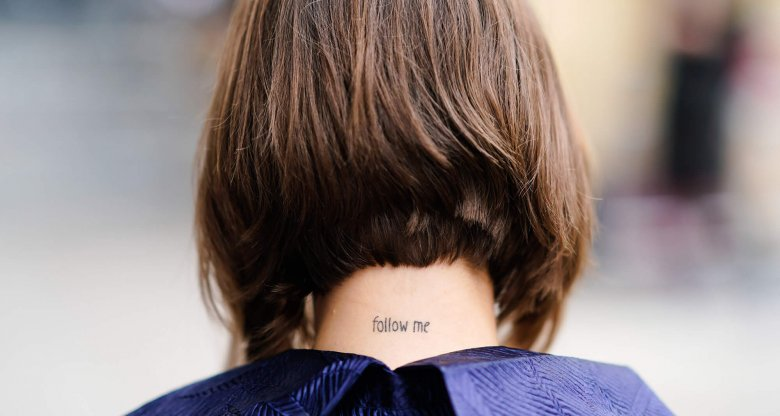 "Tattoo im Nacken Schriftzug ""Follow Me"" 