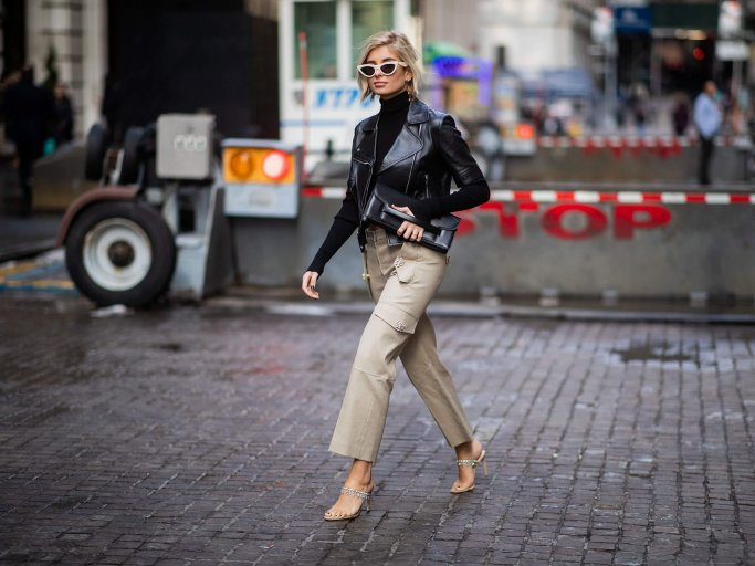 Xenia Adonts in Cargohose | © Getty Images | Christian Vierig