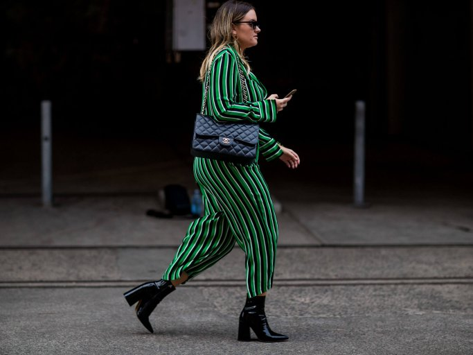 Curvy Mode: Streetstyle mit Jumpsuit | © Getty Images | Christian Vierig