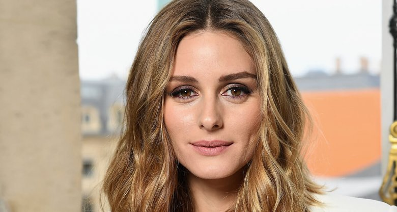 Olivia Palermo mit Beach Waves und gesträhnten Haaren | © Getty Images | Pascal Le Segretain