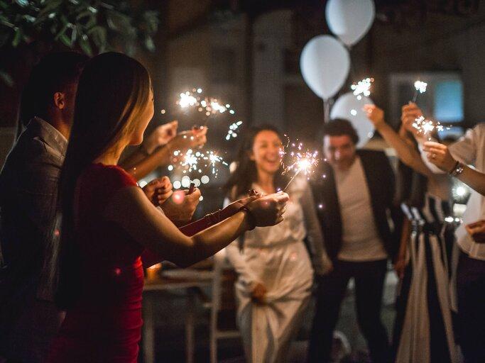 Wie fragen kennt eure gut hochzeitsspiel ihr gäste Gäste erkennen