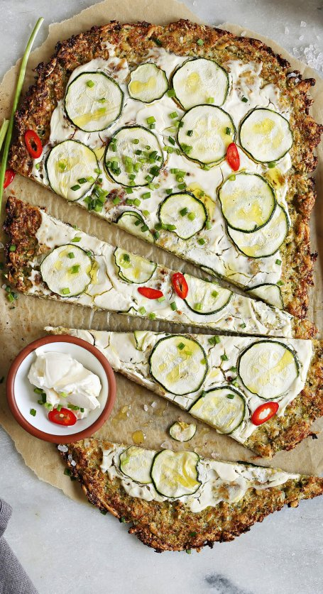 Low Carb Pizza mit Zucchini-Boden | © iStock | los_angela